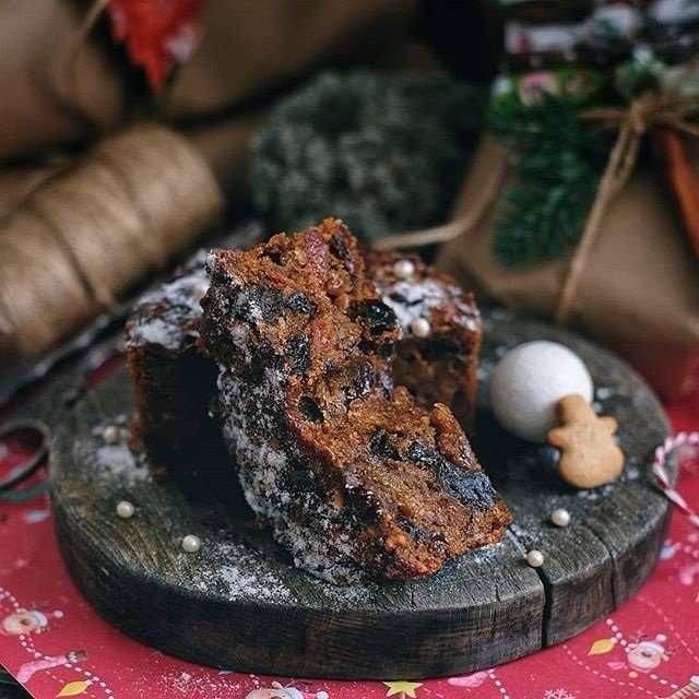 Рождественская выпечка: насыщенный и ароматный фруктовый кекс