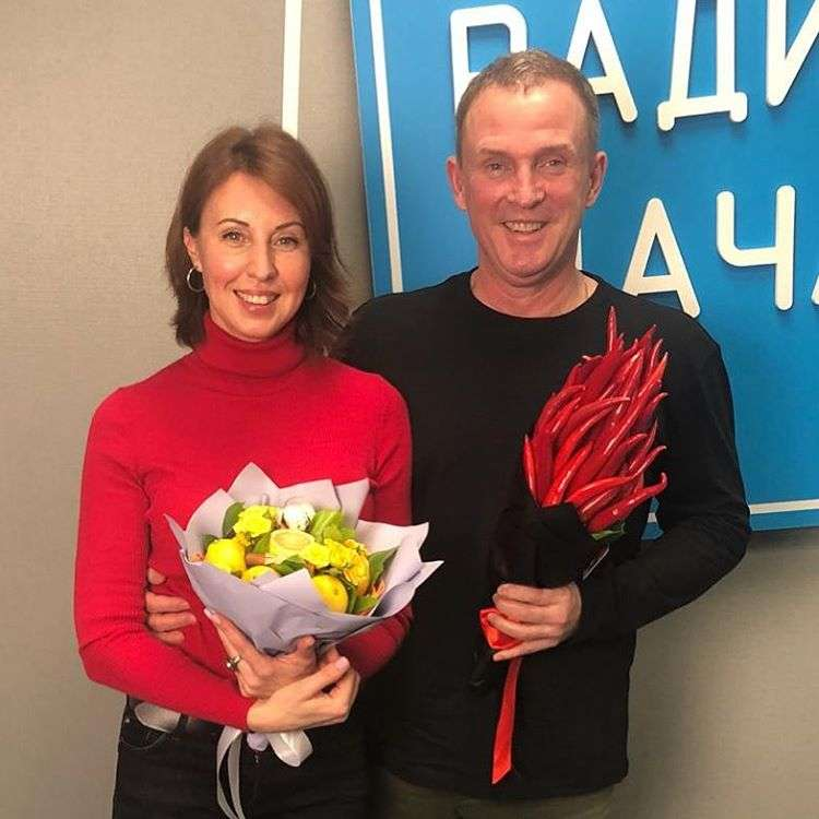 Наталья Сенчукова и Виктор Рыбин поздравили с Первомаем воблой