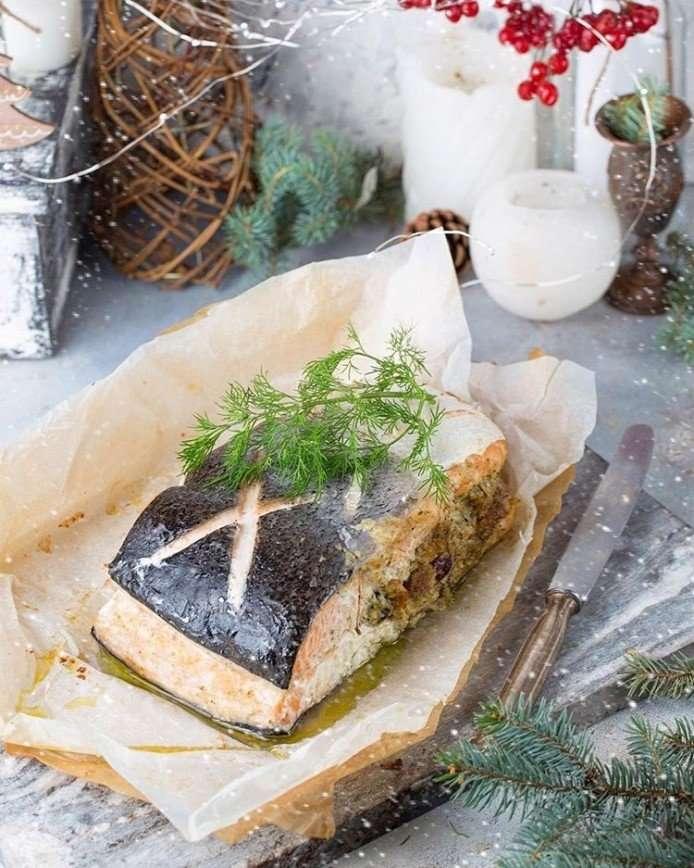 Запеченная семга с грибами и фундуком к новогоднему столу