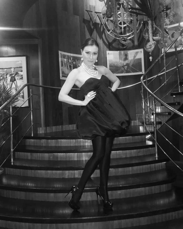 Из-за фасона платья жену Гарика Мартиросяна заподозрили в беременности