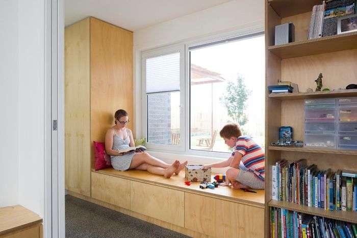 Как превратить подоконник в зону отдыха: 5 советов по оптимизации пространства