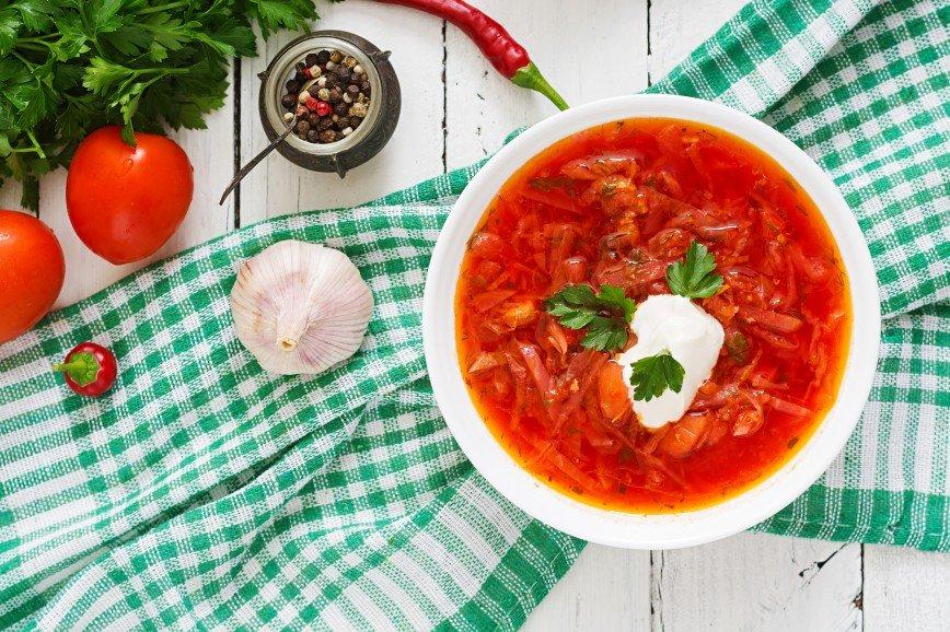 «Не помешало бы закусить салом»: в сети обсуждают борщ от Марии Погребняк