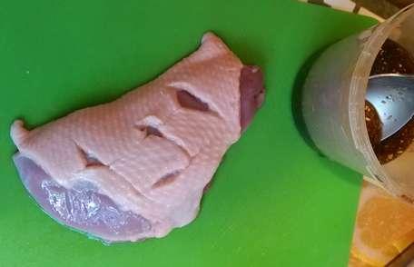 Утиные грудки с гарниром из груш
