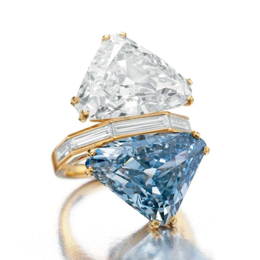 Кольцо Bvlgari с уникальным голубым бриллиантом продано на аукционе за рекордную сумму