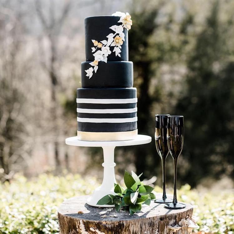 Черные свадебные торты