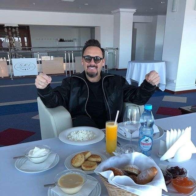 «А где каша и омлет?»: Стас Михайлов показал свой завтрак